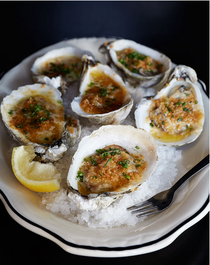 Five best restaurants in Charleston, SC to visit during your girls weekend.